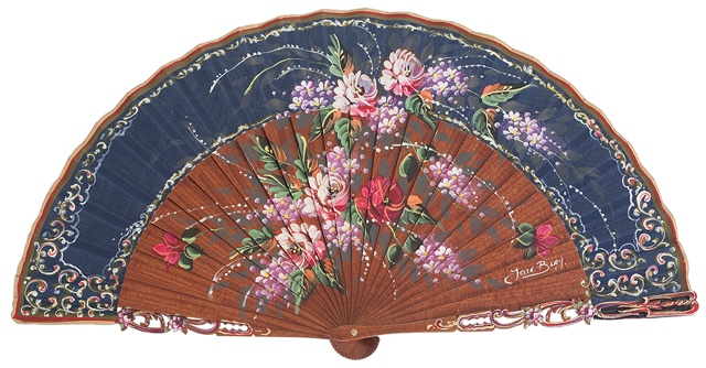 "Hand painted fan with ""damta"" wood 3093MAR"